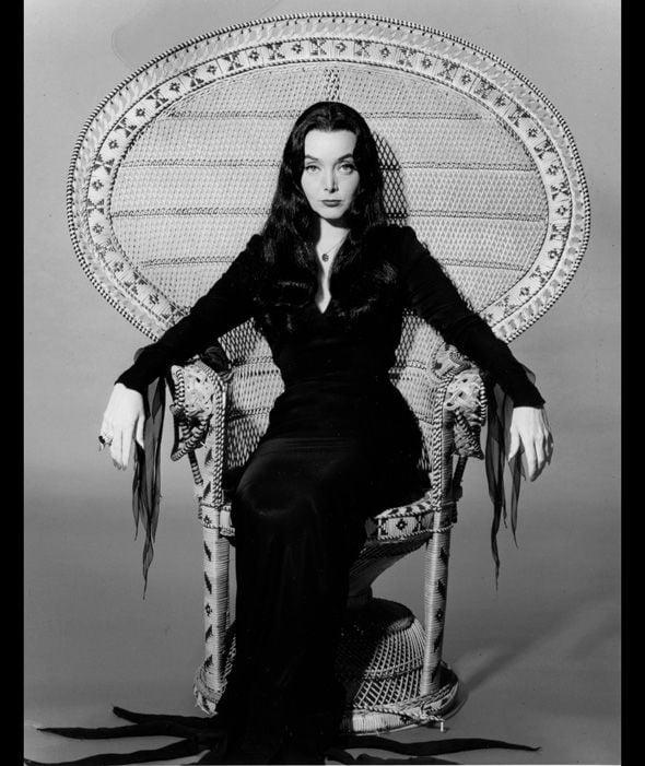 Scarlett Johansson As Morticia Addams Yes Please 9gag